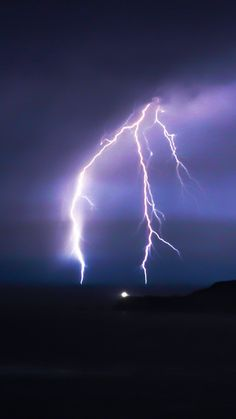 Stormy: Interlace the flashes of lightning that harmonize the thunder of dancing souls. Lightning Cloud, Lightning Photos, Ride The Lightning, Thunder And Lightning, Lightning Strikes, Lightning Storms, Mother Earth, Mother Nature, Storm Tattoo