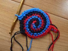 """Nella valigia della Buru: Tutorial """"lampo"""" per realizzzare una spirale in più colori all'uncinetto"""