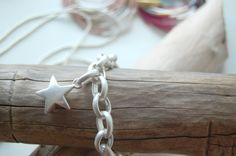 Halskette mit Stern-Anhänger von #sence #copenhagen Copenhagen, Different Styles, Collections, Bracelets, Silver, Jewelry, Bangle, Neck Chain, Stars