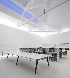 Desks/ Oficina de Arquitectos en Matosinhos / Nuno Sampaio Arquitetos