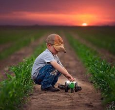 Ideas Baby Boy Photography Farm For 2019 Farm Photography, Toddler Photography, Country Kids Photography, Indoor Photography, Photography Ideas Kids, Little Boy Photography, Photography Mini Sessions, Sibling Photography, Kind Photo
