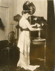 castaroundlesmodes:  Fritzi Scheff, 1919.