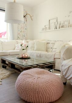 cream living room: pallet coffee table, floor cushion, eclectic decor