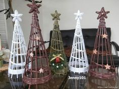 Video tutorial make Christmas trees with recycled newspaper - Cesteria Christmas Crafts For Adults, Xmas Crafts, Diy And Crafts, Newspaper Basket, Newspaper Crafts, Noel Christmas, Christmas Ornaments, Recycled Paper Crafts, Alternative Christmas Tree