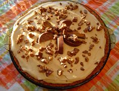 Intense Reeses Peanut Butter Pie Cool Whip Desserts, Great Desserts, Delicious Desserts, Yummy Food, Reese's Chocolate, Chocolate Topping, Reese Peanut Butter Pie, Yummy Treats, Sweet Treats