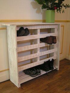 Meuble à chaussures récup qui pourrait servir pour les chaussures des élèves en cuisine pédagogique