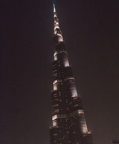 Burj Khalifa - Dubai, United Arab Emirates. Photographer: Wanderlust by Jona  United Arab Emirates Travel  Acceda a nuestro blog encuentre mucha más información   https://storelatina.com/unitedarabemirates/travelling  #beaches #recetas #emiratetarabe #Arabia