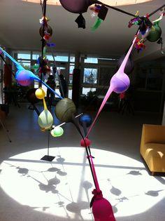 Emulando a Ernesto Neco Reggio Emilia, Senses Activities, Early Childhood Activities, Kindergarten Crafts, Shadow Art, Collaborative Art, Fitness Gifts, Light And Shadow, Classroom Decor