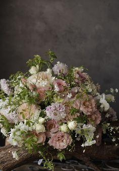 アンティークピンクのバラのブーケ Beautiful Flower Arrangements, Romantic Flowers, Dried Flowers, Fresh Flowers, Floral Arrangements, Beautiful Flowers, Pink Bouquet, Floral Bouquets, Wedding Bouquets