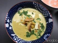 """Cremige glutenfreie Kichererbsen Suppe - genau das Richtige für die kalte Jahreszeit. Die Zubereitung ist kinderleicht und schnell.  Hier die Zutaten für die Kichererbsencremesuppe: 1 Glas Kichererbsen (Bio – 220 g """"abgetropft"""") 1 größere Karotte geschält 1 Schalotte geschält 250 ml Gemüsebrühe 250 ml Kokosmilch Prise Kurkuma Prise Cayenne Prise Curry Prise Kreuzkümmel"""