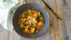 Thaise Massaman curry met kip - Culinea.nl; Chicken Massaman Curry, Massaman Curry Paste, Keto Chicken, Tofu, Thai Red Curry, Slow Cooker, Geluk, Ethnic Recipes, Crock Pot