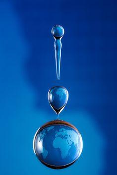 Amazing Water Drop Refractions by Markus Reugels