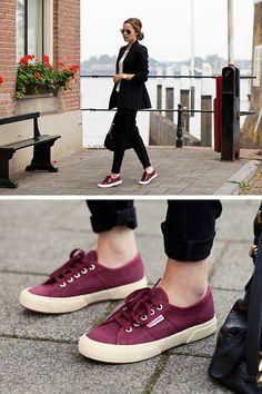 long black blazer skinny jeans pants red bordeaux sneakers superga vans monochrome minimal minimalism style fashion lookbook