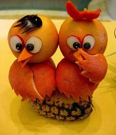 Orange Owls  http://carrieanddanielle.com/12-artistic-creations-made-from-fruit/
