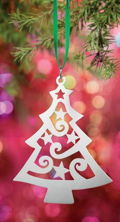 A Christmas to Remember -- Crafted in sterling silver, Avery ornament designs capture the wonder and merriment of the season. Christmas Wood Crafts, Handmade Christmas Decorations, Christmas Paper, Xmas Decorations, Christmas Projects, Simple Christmas, Christmas Cards, Christmas Ornaments, Holiday Decor