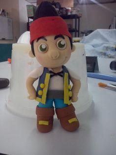 Jake y los piratas del nunca jamàs para un cake topper. Pasta de goma.