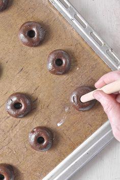 Μπισκότα με nutella (με 3 υλικά) / 3-Ingredient Nutella thumbprint cookies My Recipes, Sweet Recipes, Cookie Recipes, Dessert Recipes, Cakepops, Starbucks Banana Bread, Cupcakes, Thumbprint Cookies, Tasty Bites