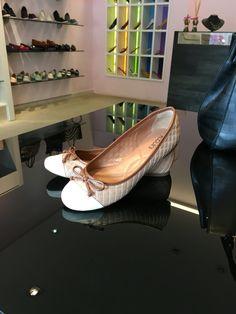A semana está só começando, então vamos colocar charme e conforto nos pés #koquini #sapatilhas #euquero Compre Online: http://koqu.in/1ZXVGOU