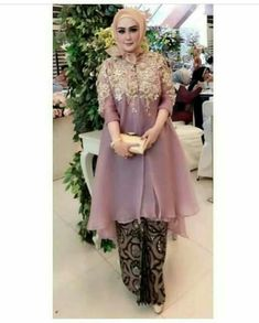 Kebaya Lace, Kebaya Dress, Hijab Dress Party, Hijab Style Dress, Trendy Dresses, Simple Dresses, Batik Dress, Lace Dress, Kebaya Modern Dress