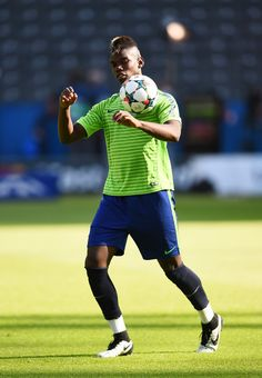 Paul Pogba of Juventus controls the ball during a Juventus training session on the eve of the UEFA Champions League Final match against FC Barcelona at Olympiastadion on June 2015 in Berlin, Germany. Paul Pogba, Uefa Champions League, Berlin Germany, Fc Barcelona, Football Players, Premier League, Finals, Eve, Training