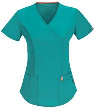 A Contemporary fit mock wrap top features three patch pockets with a bungee I. loop, double princess seams, a flattering belt detail at the waist, signature mesh binding at the back neck, double needle stitching and a shirttail hem. Cherokee Uniforms, White Scrubs, Scrubs Outfit, Uniform Design, Scrub Tops, Modest Dresses, Teal Blue, V Neck Tops, Black Tops