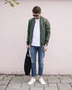 Today we're going to share how to wear white sneakers for men. 10 outfit ideas you can try with your white sneakers. Yes, you can wear your white sneakers Best White Sneakers, White Shoes Men, Sneakers Outfit Men, White Sneakers Outfit, Mens Fashion Blog, Best Mens Fashion, Fashion Ideas, Cool Outfits, Indie Outfits