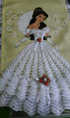 Doll dress pattern beautiful New Ideas Filet Crochet, Thread Crochet, Crochet Motif, Crochet Crafts, Crochet Stitches, Crochet Projects, Knit Crochet, Crochet Patterns, Crochet Doll Dress