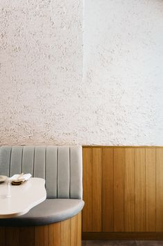 Sara Restaurant, an earthy, minimalist dining experience downtown Toronto. Inspired by the sea, this cell-free restaurant is designed to provide guests a calm escape, a moment to disconnect and be present through the ritual of dining. Toronto, Victorian Townhouse, Banquette Seating, Booth Seating, Basement Plans, White Ceiling, Minimalist Interior, Conception, Recycled Materials