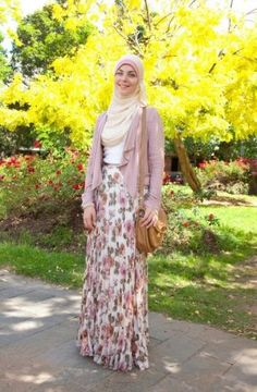 floral hijab outfit- Summer hijab trends http://www.justtrendygirls.com/summer-hijab-trends/