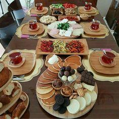 Breakfast Presentation, Food Presentation, Turkish Breakfast, Good Food, Yummy Food, Yummy Snacks, Brunch Party, Food Decoration, Food Platters