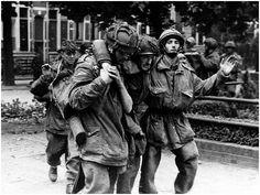 events, Second World War / WWII, Netherlands, Arnhem, - soldiers of the British Airborne Division - Stock Photo Ride Of The Valkyries, Operation Market Garden, Parachute Regiment, Ww2 Pictures, Man Of War, History Images, Paratrooper, Second World, World War Ii