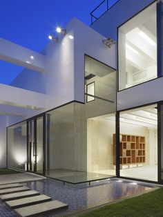 Glass residence entrance and pool