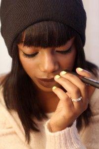 Eye liner, dark lipstick and bright nails Nars Velvet Matte, Matte Lips, Dark Lipstick, Lipstick Colors, Dark Makeup, Love Makeup, Beauty Formulas, Brown Lip, Black