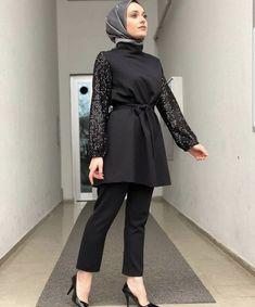 Hijab Style Dress, Modest Fashion Hijab, Modern Hijab Fashion, Hijab Fashion Inspiration, Casual Hijab Outfit, Muslim Fashion, Fashion Dresses, Stylish Hijab, Hijab Chic