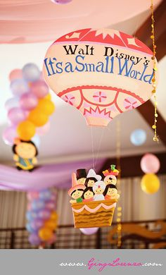 It's a small world party...et si on créait une montgolfière attachée à un ballon gonflé à l'hélium.