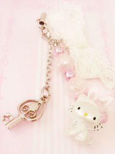 #HelloKitty key ring =^.^= #kawaii #accessories