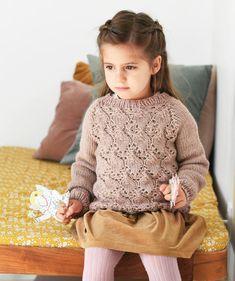 Neulo lapselle ihastuttava pitsineulepusero, ohjeessa useita kokoja / A beatiful pullover for a kid, Kotiliesi.fi Knitting For Kids, Baby Knitting, Knitted Baby Cardigan, Handicraft, Knit Crochet, Baby Kids, Turtle Neck, Diy Crafts, Beige
