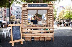love this earthy wood & chalkboard kiosk