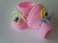 knitted baby booties hand knitted baby shoes by Deliaboutique