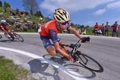 Vincenzo Nibali on the final descent of the Giro d'Italia 2017