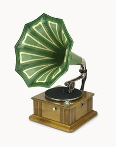 Gramophone, Lindstrom table model, c. 1908, with pale oak case with green painted metal horn, and a clockwork motor, by Parlophon Co. Ltd, Berlin, Germany