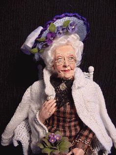 this is a cute granny doll Althea Crome by Marcia Backstrom Dollhouse Dolls, Miniature Dolls, Dollhouse Miniatures, Granny Dolls, Coloring Book Art, Realistic Dolls, Polymer Clay Dolls, Bear Art, Soft Dolls