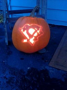 A Pittsburgh Penguins pumpkin carved by @kaley Barota.