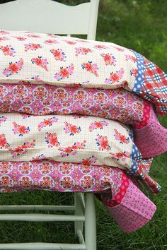 Sewing Pillows French Seam Pillowcase Set in Under 30 Minutes-Tutorial - Smashed Peas Sewing Hacks, Sewing Tutorials, Sewing Crafts, Sewing Tips, Sewing Ideas, Dress Tutorials, Sewing Pillows, Diy Pillows, Sewing Pillow Cases