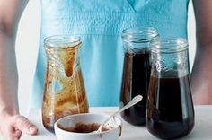 Švestkový kečup | Apetitonline.cz Pesto, Mason Jars, Food And Drink, Tableware, Recipes, Fit, Dinnerware, Shape, Tablewares