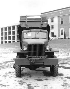 Chevrolet 1 ton Cargo Dump with winch Chevy Vehicles, Army Vehicles, Armored Vehicles, Vintage Tractors, Vintage Trucks, Us Army Trucks, Old Lorries, Dodge Power Wagon, Heavy Truck