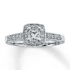 Previously Owned Ring 1/2 ct tw Diamonds 14K White Gold....old fashioned style