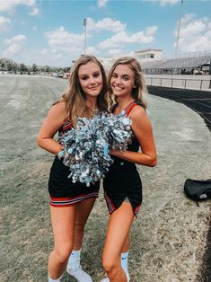 Cute Cheerleaders, School Cheerleading, Cheerleading Pictures, Cheerleading Outfits, Cheerleading Stunting, Cheerleading Cheers, Softball Pics, Volleyball Drills, Volleyball Quotes