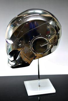 Iron Man Helmet, Iron Man Armor, Anime Comics, Marvel Comics, Creepy Gif, Combat Armor, Motorcycle Helmets, Catwoman, Arc Reactor