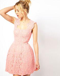 ASOS | ASOS – Strukturiertes Kleid aus Spitze mit Körbchen bei ASOS